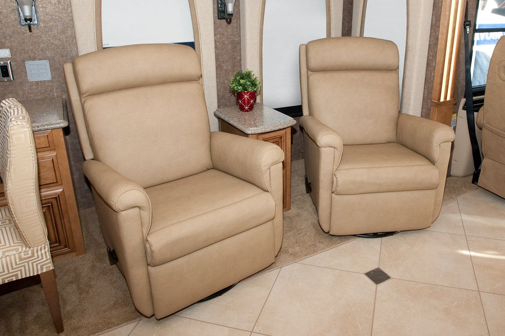 Rv reclining loveseat lafer euro recliners for Sofa 400 euro